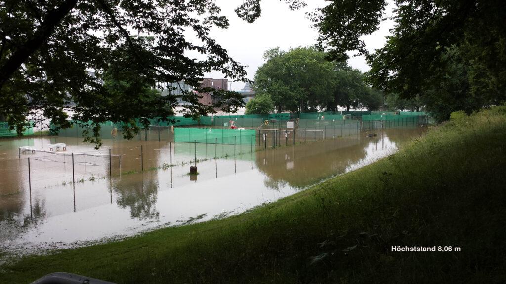 Tennisplätze bei Wasserstand von 8,06 m
